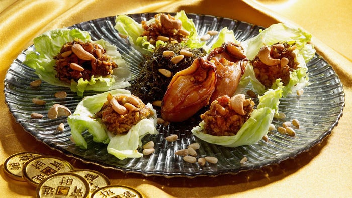 Minced Dried Oyster wrapped in Lettuce with Black Moss