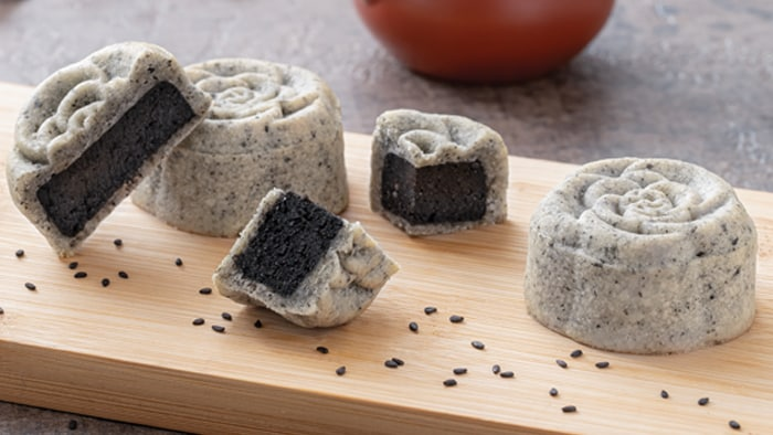 Sesame Mooncake (Makes 12 mooncakes)