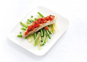 Spicy fish with green beans and fennel