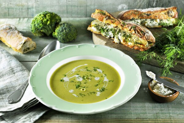 Broccoli soup with goats' cheese